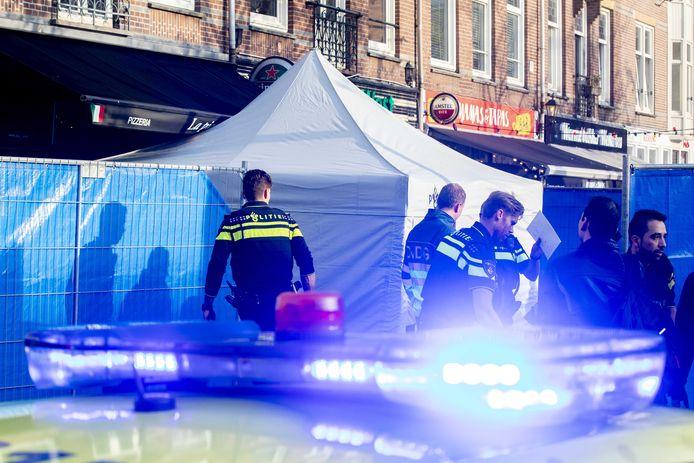 Hulpdiensten op het Hugo de Grootplein na de schietpartij van 23 oktober 2019.