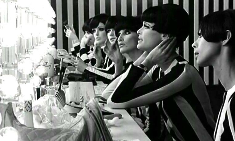 Who are You, Polly Magoo? 'Het is een geestig verhaal dat op een satirische manier een inkijkje geeft in de excessen van de modewereld in de jaren zestig.' Beeld Rank Organisation