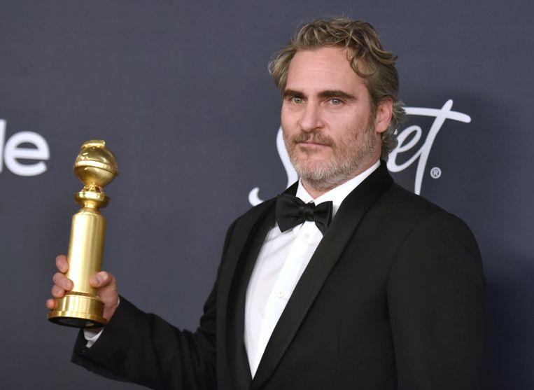 Joaquin Phoenix met zijn Golden Globe.  Beeld Richard Shotwell/Invision/AP