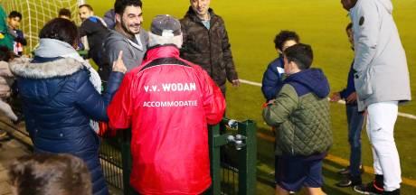 Geen kantine dus bier van de Jumbo voor vriendenteam van voetbalvereniging Wodan in Eindhoven