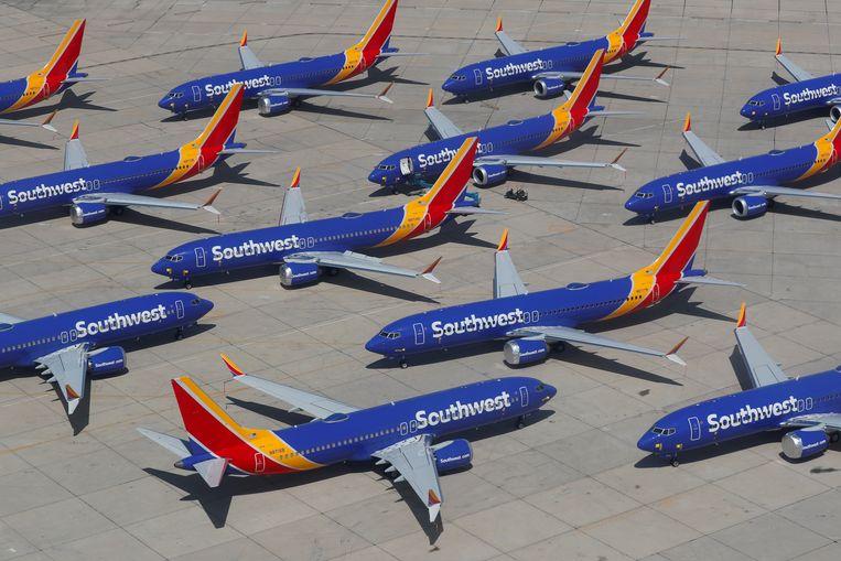 Boeing-toestellen van het type 737-Max staan aan de grond op het vliegveld van Victorville in de Verenigde Staten.  Beeld REUTERS