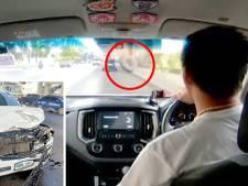 Une roue s'écrase dans le pare-brise d'une ambulance en intervention
