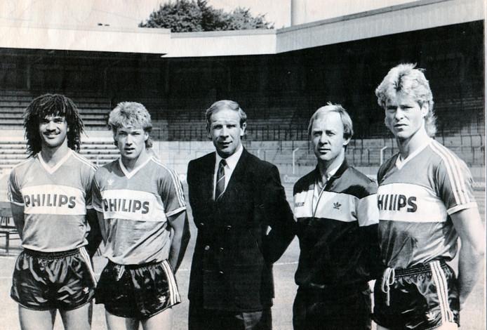 Hans Kraay in zijn tijd bij PSV, als technisch directeur. Rechts van hem trainer Jan Reker.