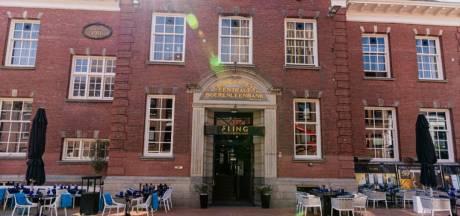 'Zware boete' voor restaurant: personeel zit na sluitingstijd op terras, gemeente sluit deuren