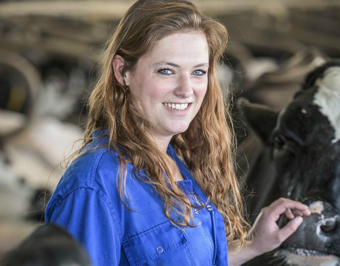 Annika Wijnands helpt mee op het melkveebedrijf van haar vriend.