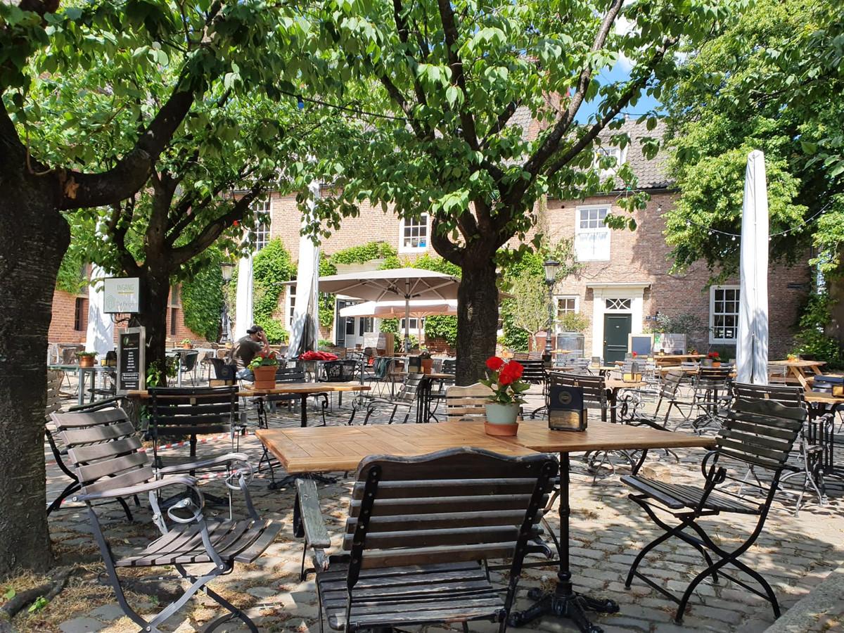 Het terras van De Hemel aan de Franseplaats in Nijmegen.