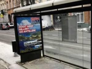 """Un abribus installé """"à l'envers"""" à Molenbeek: gaffe ou pas?"""