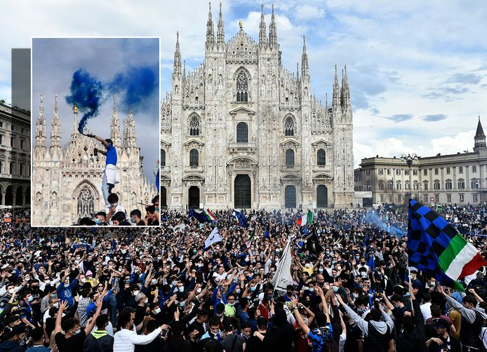Interisti vieren feest op het Domplein in Milaan na de 19de landstitel.