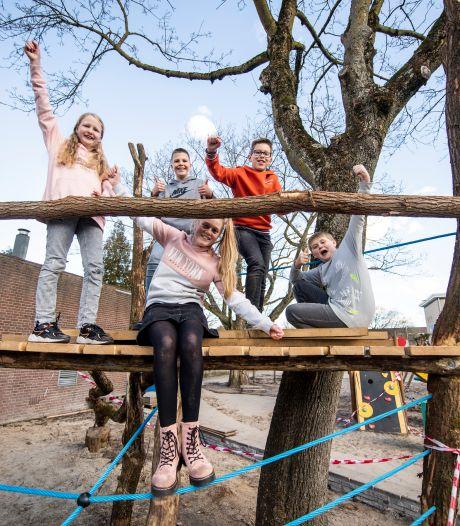 Leerlingenraad De Heemde in Almelo blij met nieuw schoolplein, eis voor klimwand is ingewilligd
