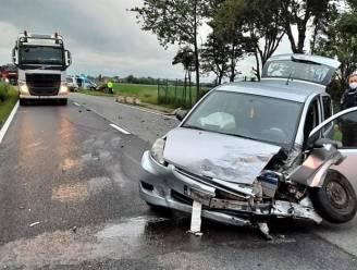 Frontale botsing in Spermaliestraat: een gewonde, twee auto's total loss