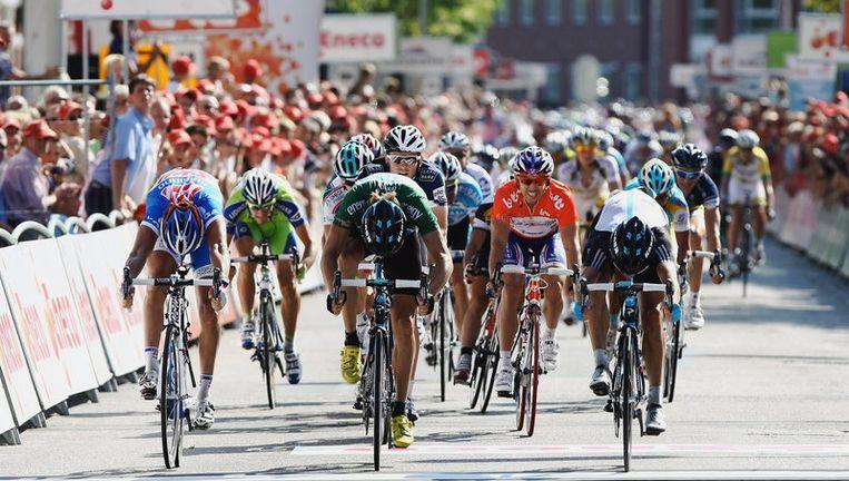 Kenny van Hummel (links) sprint naar de eindzege. Foto EPA Beeld