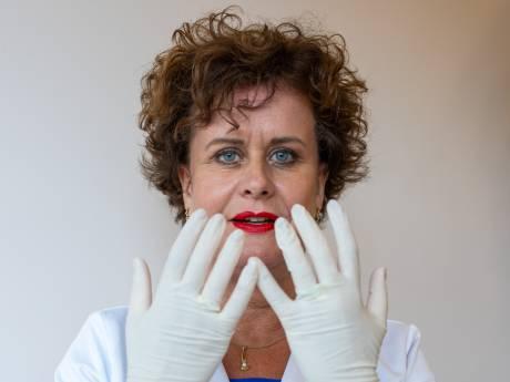 Janny restaureert mensen: 'Vrouwen die na kanker geen tepel meer hebben of een oog missen'