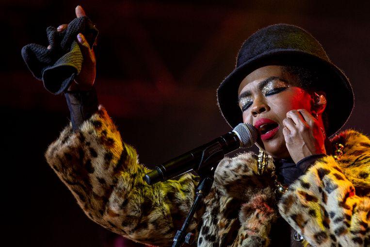 Lauryn Hill tijdens een optreden. Beeld EPA