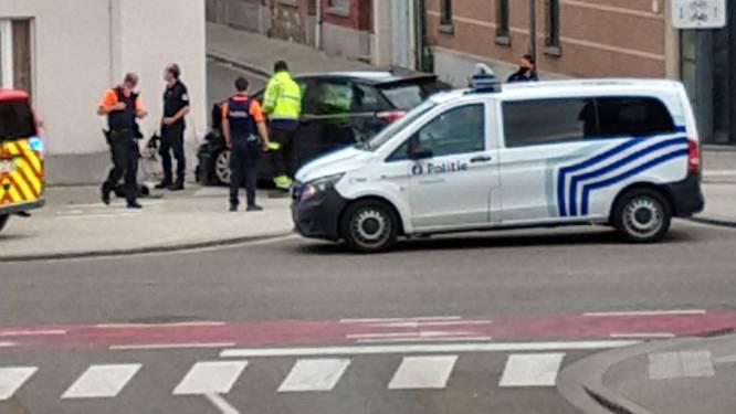 Wagen belandt tegen gevel : bestuurder overgebracht naar ziekenhuis