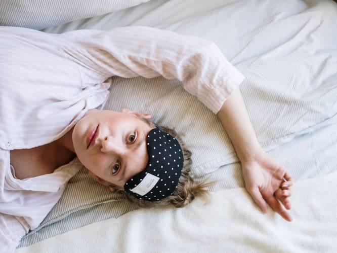"""Praten in onze slaap: waarom doen we het en betekent het iets? Een slaaptherapeute licht toe. """"Het heeft niks te maken met dromen"""""""
