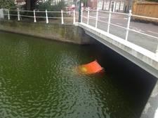 Mobiel toilet vervuilt en verspert Middelburgse gracht