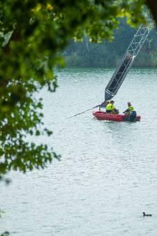 Henri vaart agenten naar dode in wetsuit: 'Lichaam zat vast aan mast waterskibaan'