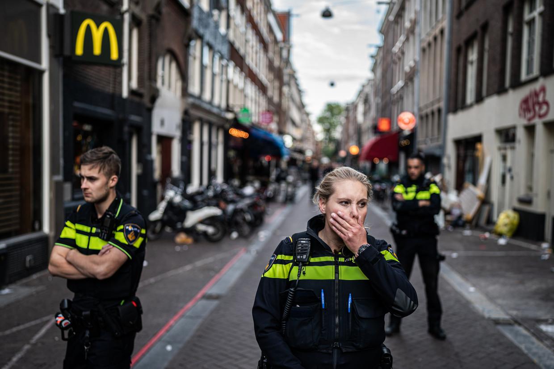 De Lange Leidsedwarsstraat begin juli, nadat Peter R. de Vries was neergeschoten. Beeld Joris van Gennip