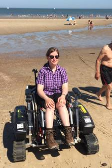 'Ik kan eindelijk gemakkelijk het strand van Domburg op met deze rolstoel'