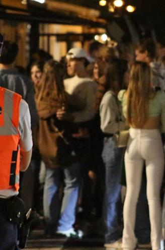 """REPORTAGE. Op stap met de Nederlandse tieners die Knokse uitgaansbuurt inpalmen om te feesten: """"Er is toch niemand die zich aan de regels houdt?"""""""