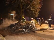 Weer is het raak in Waardenburg: caravan vol autobanden in brand gestoken