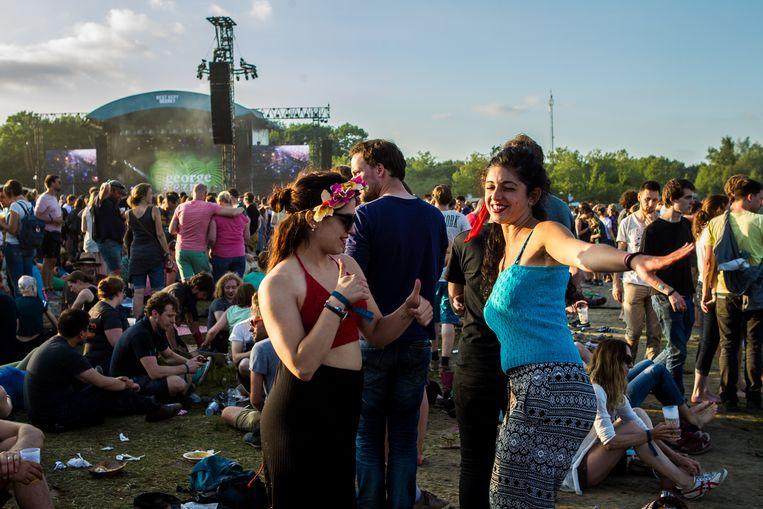 Festivalgangers op het driedaags muziekfestival Best Kept Secret. Het festival bestaat vijf jaar.  Beeld ANP