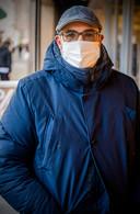 Mohamed uit Rotterdam was een mondkapje vergeten, maar kreeg er eentje toen hij de C&A naar binnenliep.