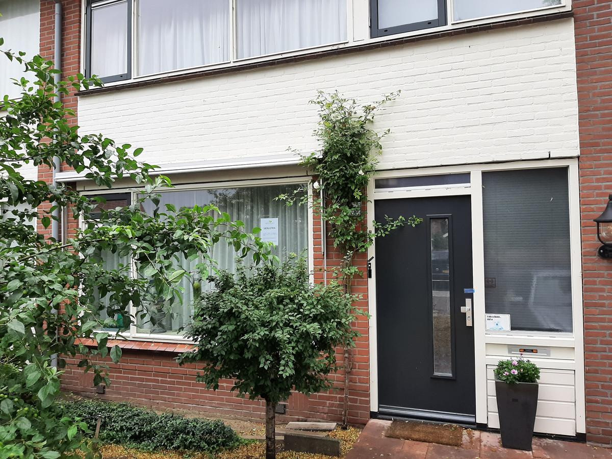 Het huis in Vriezenveen waar een handelshoeveelheid harddrugs is aangetroffen.