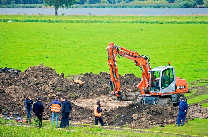 In de Overdiepse Polder bij de Bergsche Maas is na een tip al eens vergeefs gezocht naar het lichaam van Theo van den Oetelaar uit Oosterhout. Zijn langdurige  vermissing is een van de onopgeloste zaken op de coldcasekalender van 2019.