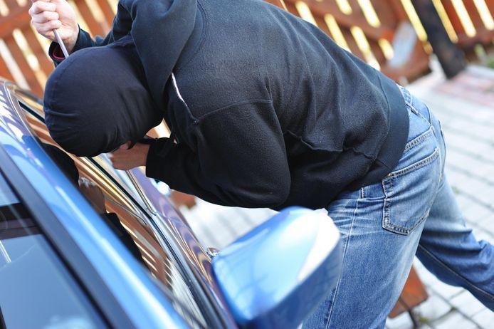 Vooral in buitenwijken neemt het aantal auto-inbraken toe