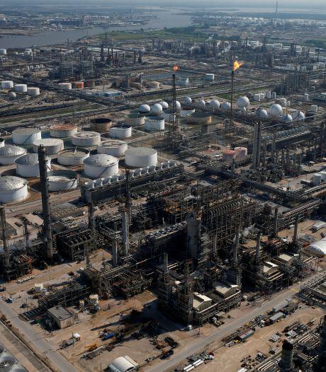Rechter beslist vandaag of Shell verantwoordelijk is voor CO2-uitstoot benzine
