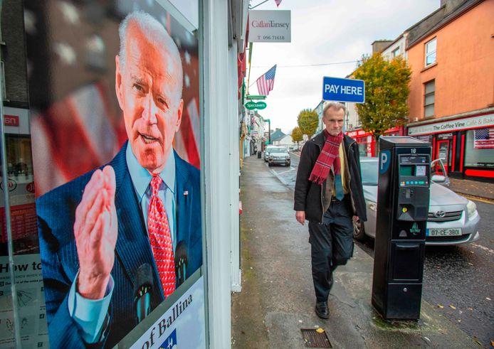 Het straatbeeld in Ballina wordt behoorlijk gekleurd door de nieuwe held: Joe Biden.