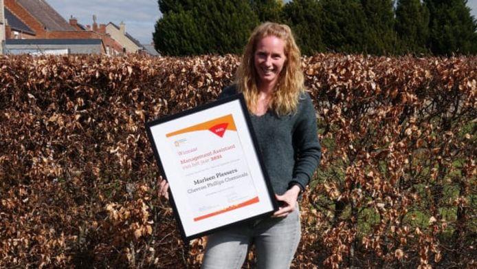 Marleen met haar award