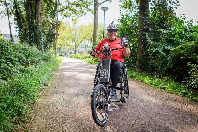 Handbiker Nico Dassen organiseerde de Nightride in Enschede om geld in te zamelen voor zijn kleinzoon, maar hij werd deze week slachtoffer van internetcriminelen.