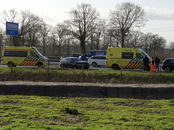 Op de A1 bij Hengelo botsten 3 voertuigen op elkaar.