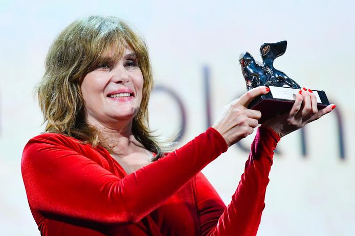 """L'actrice française Emmanuelle Seigner a reçu le Lion d'argent de la Mostra de Venise au nom de son époux Roman Polanski, absent à la cérémonie. Le film """"J'Accuse"""" du réalisateur a reçu le grand prix du jury."""