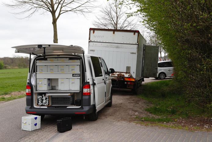 Het verlaten busje met drugsafval in Casteren
