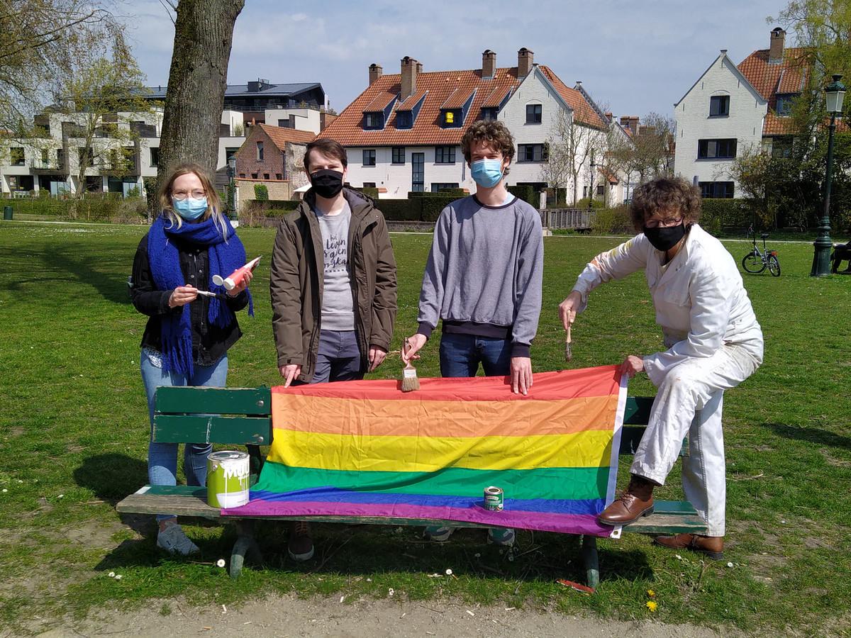 Groen pleit voor regenboogbanken in het Minnewaterpark in Brugge.