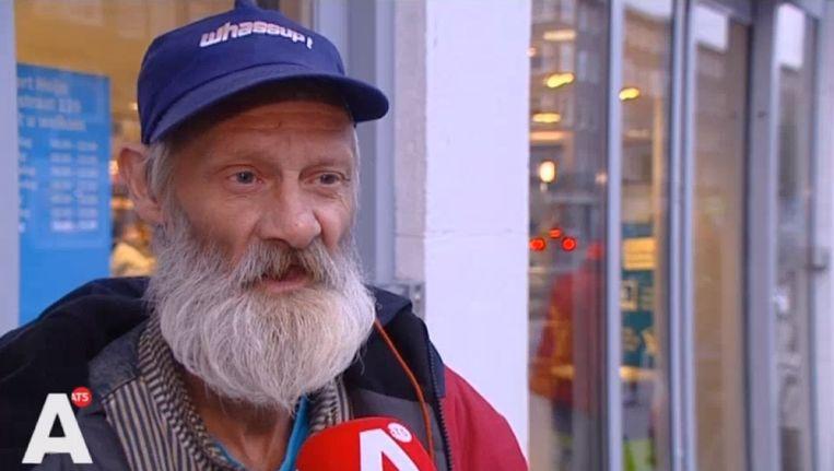De dakloze Willem staat AT5 te woord Beeld AT5