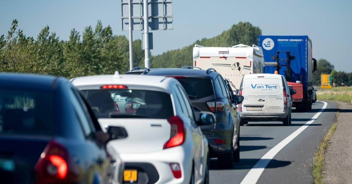 Twee rijstroken A50 tussen Zwolle en Apeldoorn afgesloten door ongeluk.