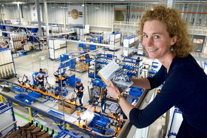 Marian Rijk in de Gazellefabriek in Dieren.