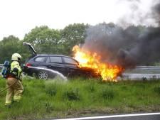 Auto op A28 bij 't Harde uitgebrand