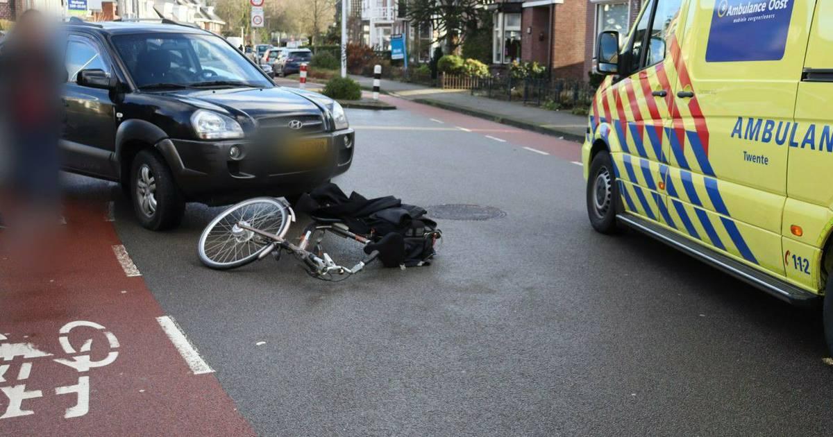 Fietser gewond bij aanrijding met auto in Hengelo.