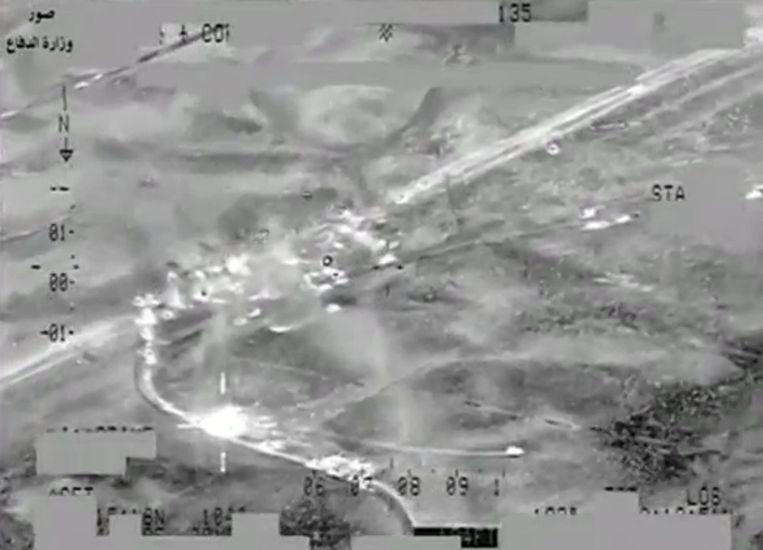Videostill van een aanval op een konvooi van IS.