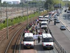 Demonstratie tegen coronapas houdt verkeer op in centrum Den Haag