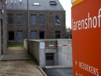"33 bewoners en 9 medewerkers besmet in woonzorgcentrum Larenshof: ""Maar niks wijst op Britse variant"""