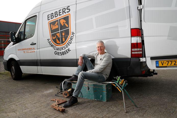 """Hans Driessen stopt na bijna 50 jaar bij Aannemersbedrijf Ebbers. ,,Als er iets is, mogen ze altijd bellen."""""""