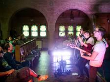 Verzet tegen weghalen houten banken uit monumentale 'Gispenkerk': 'Onvoorstelbaar cru'
