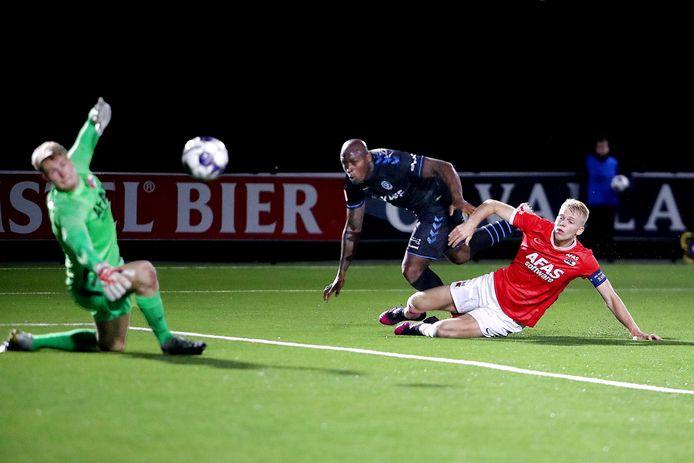 Danzell Gravenberch was maandagavond als invaller dicht bij de 2-2 tegen Jong AZ.