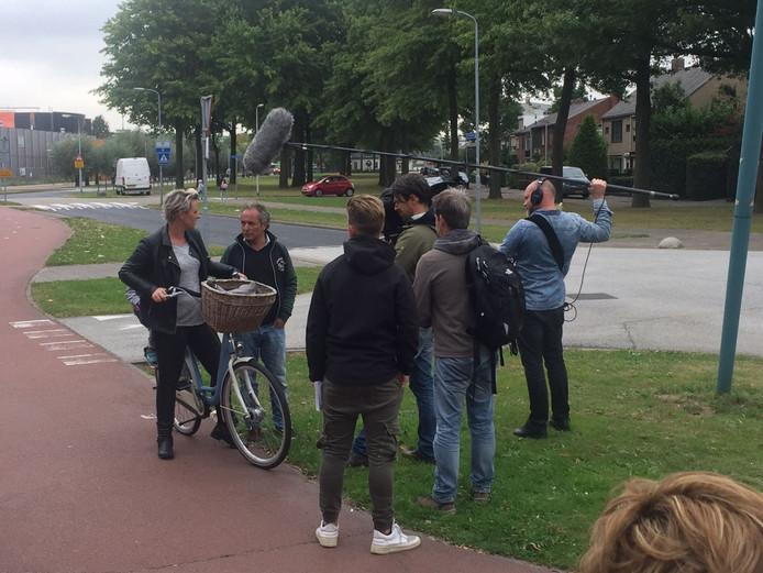 Het SBS-programma De Gevaarlijkste Wegen van Nederland kwam opnames maken van de verkeersituatie en sprak met slachtoffers van eerdere ongelukken in de straat.